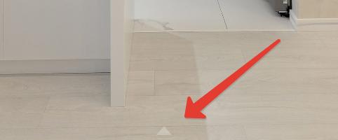 Полупрозрачный белый треугольничек внизу посередине окна тура - krpano